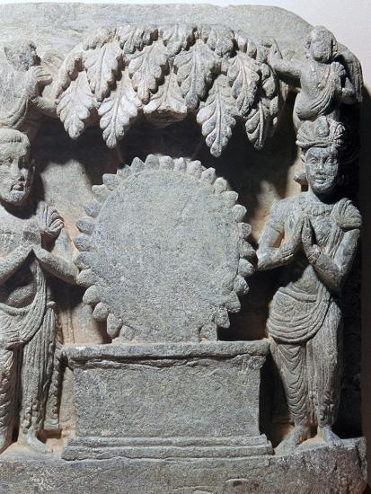 Sculpture of worship of the sun-disc, 1st century-Unknown-Giclee Print