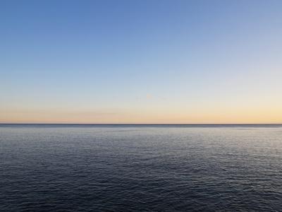 https://imgc.artprintimages.com/img/print/seascape-at-sunset_u-l-pzrwjl0.jpg?p=0