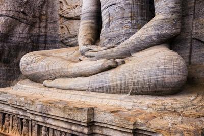 https://imgc.artprintimages.com/img/print/seated-buddha-in-meditation_u-l-pnfo9w0.jpg?p=0
