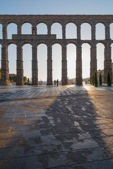 Segovia's Ancient Roman Aqueduct, Segovia, Castilla Y Leon, Spain, Europe-Martin Child-Photographic Print