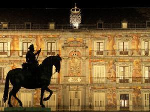 Plaza Mayor by Night, Madrid, Spain by Sergio Pitamitz