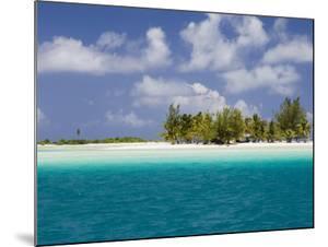 Tikehau, Tuamotu Archipelago, French Polynesia Islands by Sergio Pitamitz