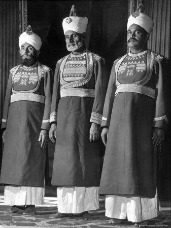 https://imgc.artprintimages.com/img/print/servants-of-british-lord-archibald-wavell-viceroy-of-india-in-scarlet-and-gold-uniforms_u-l-p44gry0.jpg?artPerspective=n