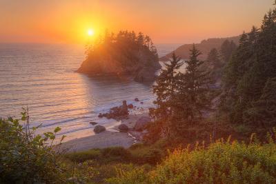 Setting Sun at Trinidad, Northern California Coast-Vincent James-Photographic Print