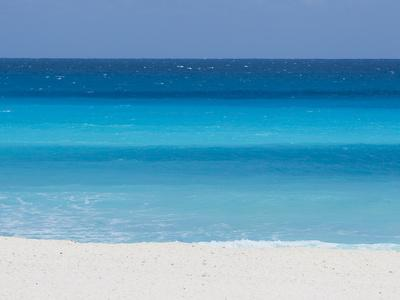 https://imgc.artprintimages.com/img/print/shades-of-blue-color-the-beachfront-waters-in-cancun-mexico_u-l-pevm2g0.jpg?p=0