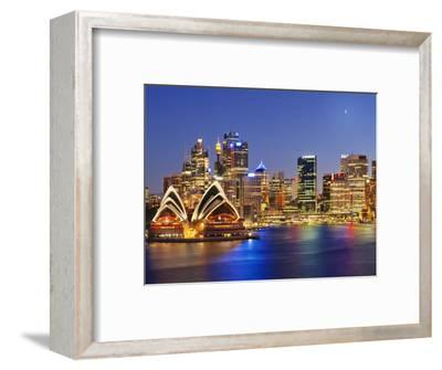 Australia, New South Wales, Sydney, Sydney Opera House, City Skyline at Dusk