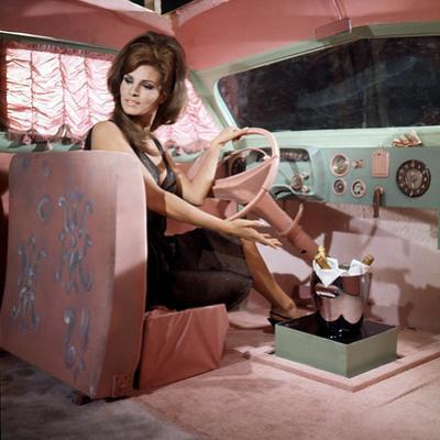 Shoot Loud, Louder... I Don't Understand De Eduardo D Filippo Avec Raquel Welch, 1966