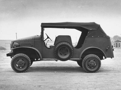 Side View of Command Car--Photographic Print