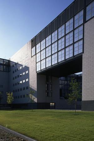 https://imgc.artprintimages.com/img/print/siemens-building-designed-by-gregotti-e-associates-milan-italy_u-l-pp32vj0.jpg?p=0