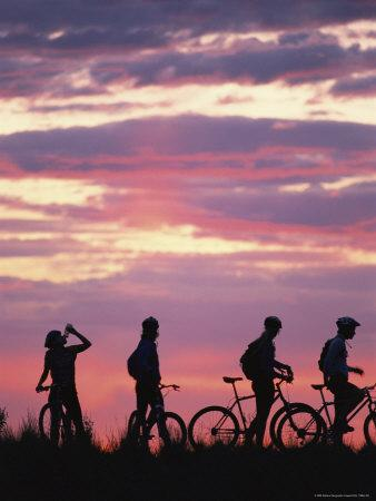 https://imgc.artprintimages.com/img/print/silhouetted-cyclists-take-a-water-break-northern-arizona_u-l-p4r5je0.jpg?p=0