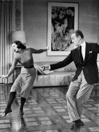 https://imgc.artprintimages.com/img/print/silk-stockings-aka-la-belle-de-moscou-silk-stockings-cyd-charisse-fred-astaire-1957_u-l-pwgkww0.jpg?p=0