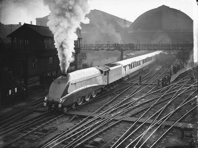 Silver Link Train Leaves King's Cross Station--Photographic Print