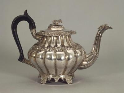 https://imgc.artprintimages.com/img/print/silver-neapolitan-teapot-with-panel-shaped-stands_u-l-pp6o660.jpg?p=0