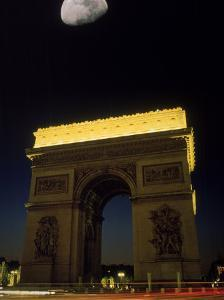 Arc de Triomphe, Paris, France by Silvestre Machado
