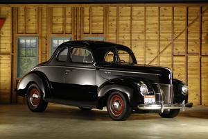 Ford Deluxe customised 1940 by Simon Clay