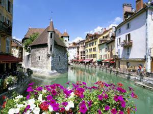 Annecy, Haute Savoie, Rhone Alpes, France by Simon Harris