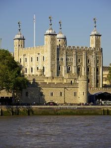 The Tower of London, UNESCO World Heritage Site, London, England, United Kingdom, Europe by Simon Montgomery