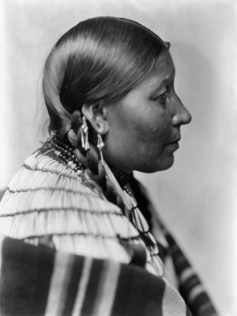 https://imgc.artprintimages.com/img/print/sioux-native-american-c1900_u-l-pgnoeb0.jpg?p=0
