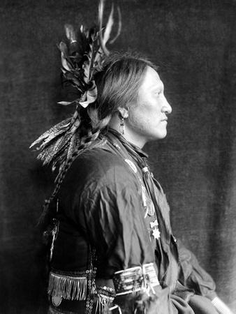 https://imgc.artprintimages.com/img/print/sioux-native-american-c1900_u-l-q10v21g0.jpg?p=0