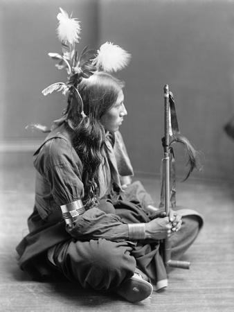 https://imgc.artprintimages.com/img/print/sioux-native-american-c1900_u-l-q10v2bo0.jpg?p=0
