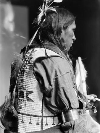 https://imgc.artprintimages.com/img/print/sioux-native-american-c1900_u-l-q10v2ce0.jpg?p=0