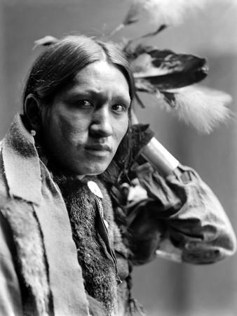 https://imgc.artprintimages.com/img/print/sioux-native-american-c1900_u-l-q10v2cq0.jpg?p=0