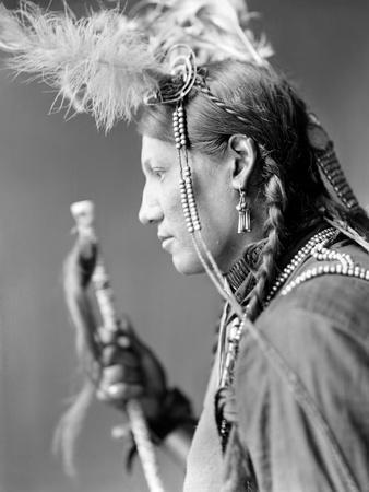 https://imgc.artprintimages.com/img/print/sioux-native-american-c1900_u-l-q10v2d60.jpg?p=0
