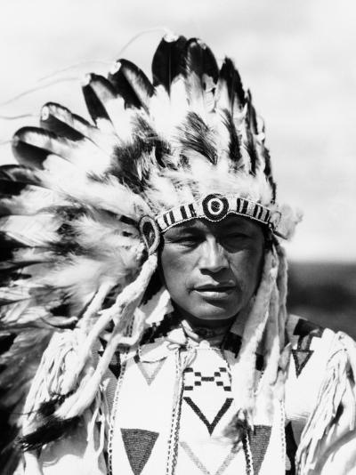 Sioux Native American Man Wearing Large Headdress-H^ Armstrong Roberts-Photographic Print