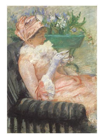 Sipping Tea on Loveseat, 1879-Mary Cassatt-Giclee Print