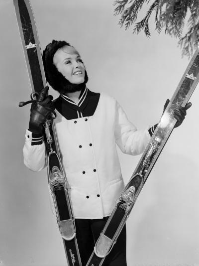 Ski Fashion-Chaloner Woods-Photographic Print