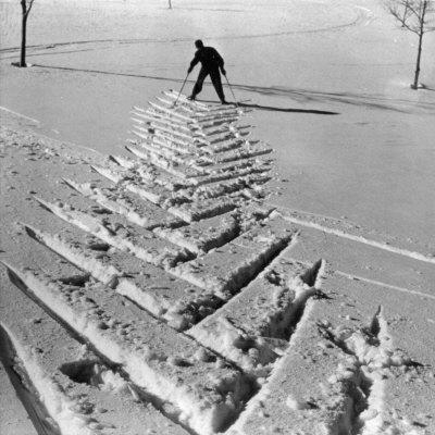 https://imgc.artprintimages.com/img/print/ski-tracks-in-the-snow_u-l-q10t1go0.jpg?p=0