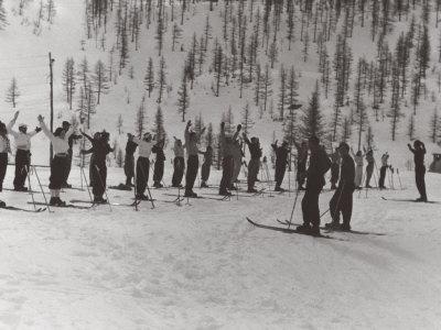 https://imgc.artprintimages.com/img/print/skiing-lessons-in-the-mountains_u-l-q10sznx0.jpg?p=0
