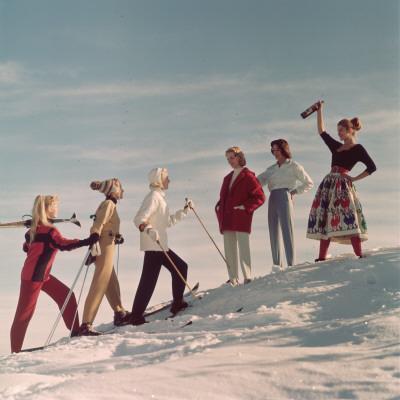 https://imgc.artprintimages.com/img/print/skiing-party_u-l-q10c1qs0.jpg?p=0