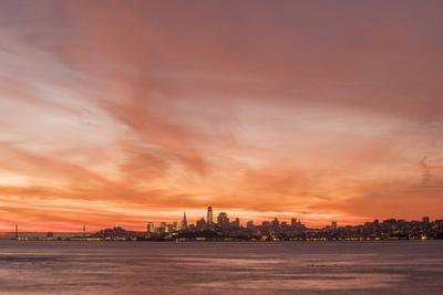 https://imgc.artprintimages.com/img/print/skyline-sunset_u-l-q1fyezu0.jpg?p=0