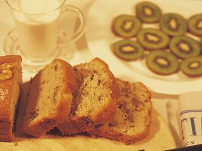 Sliced Coffee Cake and Kiwi Fruit--Photographic Print