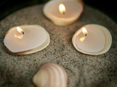 https://imgc.artprintimages.com/img/print/small-candles-burning_u-l-q10bo0m0.jpg?p=0