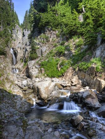 https://imgc.artprintimages.com/img/print/small-waterfall-mount-rainier-national-park-washington-usa_u-l-phatrb0.jpg?p=0