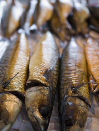 https://imgc.artprintimages.com/img/print/smoked-herring-in-fish-market-bruges-belgium-europe_u-l-p6p18t0.jpg?p=0