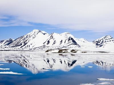 https://imgc.artprintimages.com/img/print/snow-covered-mountains-at-hornsund_u-l-pzl5tr0.jpg?p=0