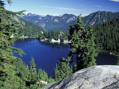 https://imgc.artprintimages.com/img/print/snow-lake-snoqualmie-pass-alpine-lakes-wilderness-washington-usa_u-l-pxpuse0.jpg?p=0