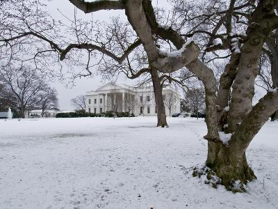 Snow on the White House Lawn-Brian Gordon Green-Photographic Print