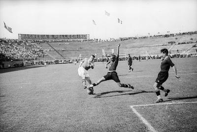 https://imgc.artprintimages.com/img/print/soccer-world-cup-1934-match-at-the-national-pnf-national-fascist-party-in-rome_u-l-q10tonb0.jpg?p=0