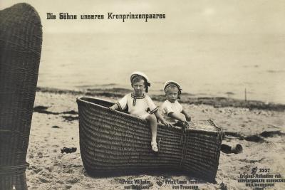 Söhne Unseres Kronprinzenpaares Im Strandkorb--Giclee Print