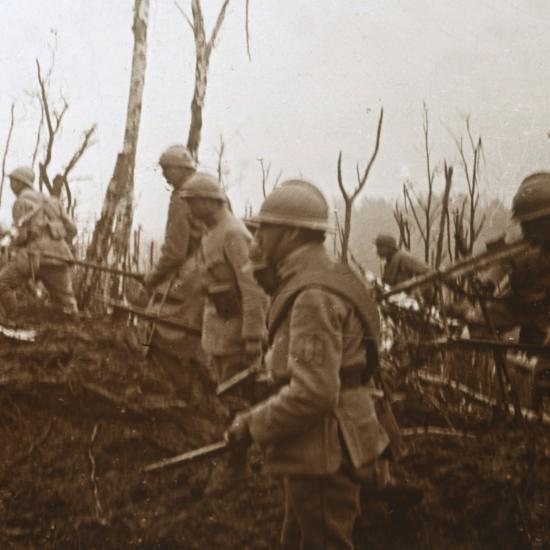 Soldiers advancing, c1914-c1918-Unknown-Photographic Print