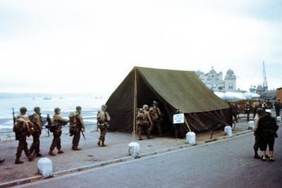 https://imgc.artprintimages.com/img/print/soldiers-checking-their-assignments-in-a-tent-near-the-port-at-weymouth_u-l-pq18wc0.jpg?p=0
