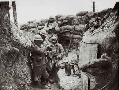 https://imgc.artprintimages.com/img/print/soldiers-eating-in-an-advanced-post-in-the-champagne-region-1916_u-l-pjijsw0.jpg?p=0