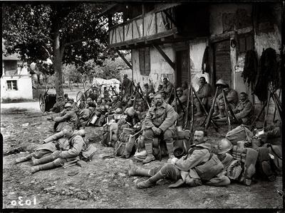 https://imgc.artprintimages.com/img/print/soldiers-resting-in-a-camp_u-l-pjior00.jpg?p=0