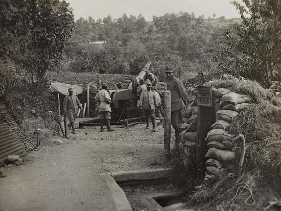 Soldiers with a 152 Howitzer Engaged in the Taking of Gorizia During the First World War-Luigi Verdi-Photographic Print