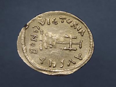 https://imgc.artprintimages.com/img/print/solidus-of-emperor-heraclius-i-verso-byzantine-coins-7th-century_u-l-pornz20.jpg?p=0