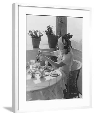 Solo Breakfast--Framed Photo